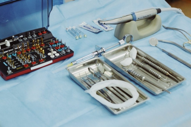 Професійне стоматологічне обладнання